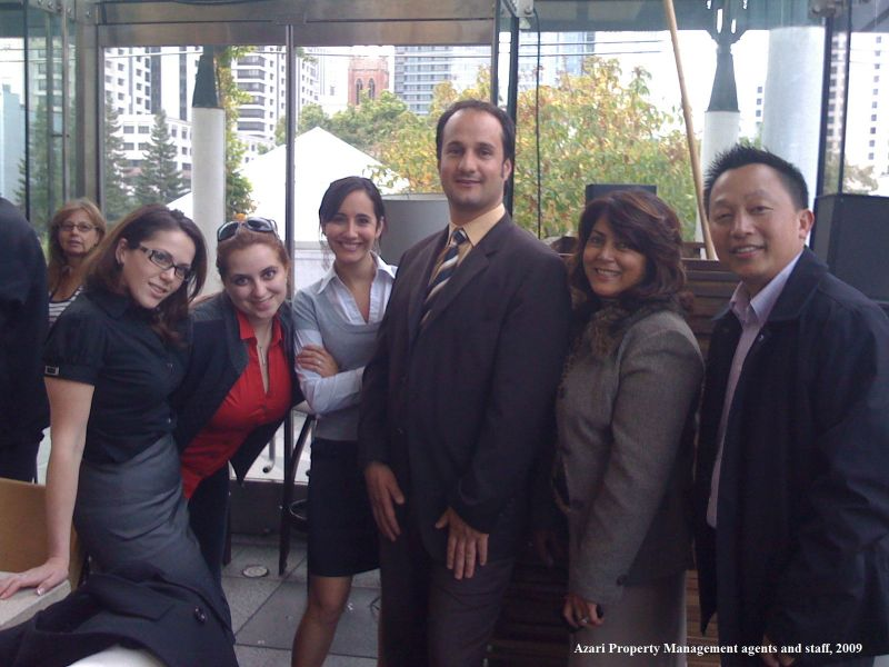 Staff_and_agents_in_2009_txt-88-800-800-80